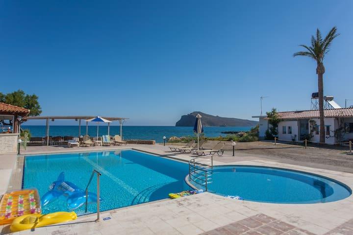 Beachfront island style studio