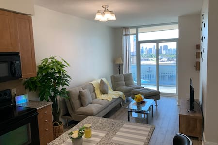 Entire Luxury 1BR High Rise SQ1 Condo ★ ★ ★ ★ ★
