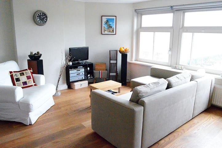 Cozy 2p top-floor apartment near the city centre!