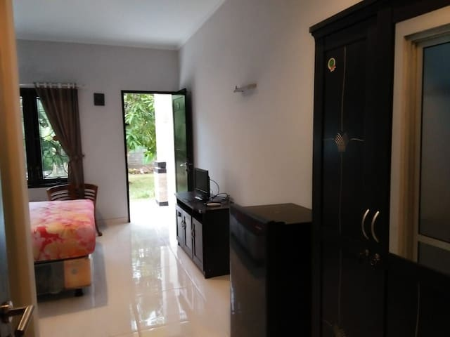 Pondok Anatha ( Private Bed Room In Quite Area)