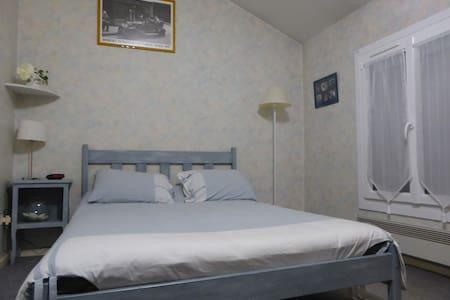 Chambre privée dans maison près centre ville - Agen - Ev