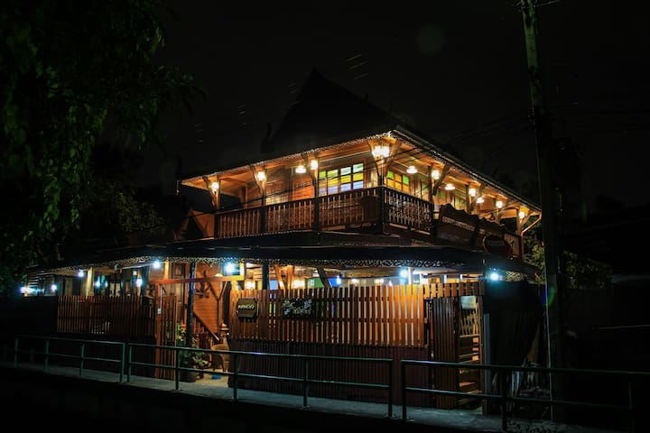 Fahsai Homestay Wooden Thai stlye