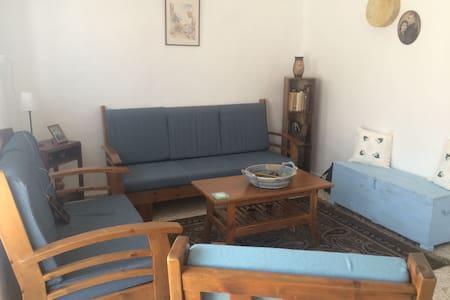 Schöne traditionelle Wohnung - Ασγάτα - Casa