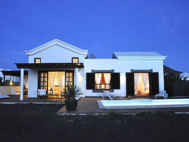 Villa Sunset. Piscina privada, WiFi, Vistas al Mar