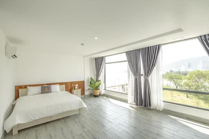 Best view w 1 King Size Bed f 2 people in Quy Nhơn