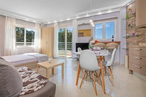 4. Luksuzni apartman sa pogledom na more za 4 osobe u Rodos centru!