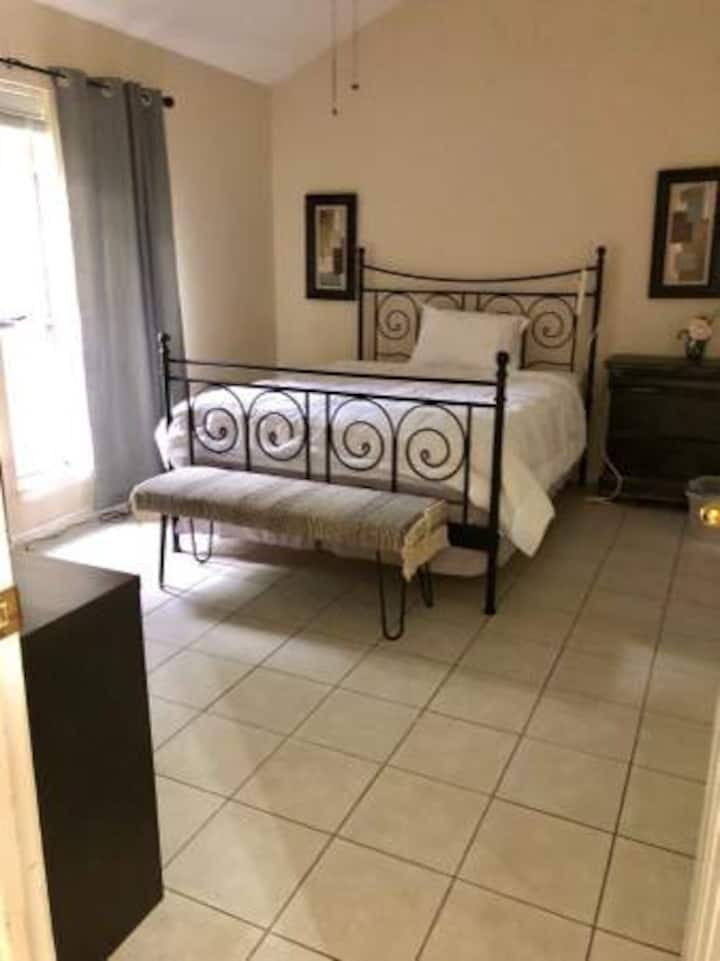 Private Room and Bath near Great Food, and Parks