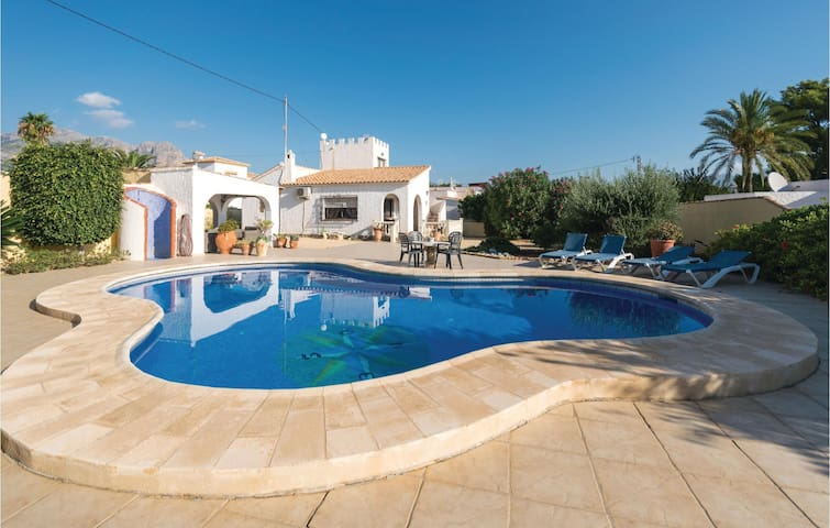 Holiday cottage with 2 bedrooms on 81 m² in Alfaz del Pi