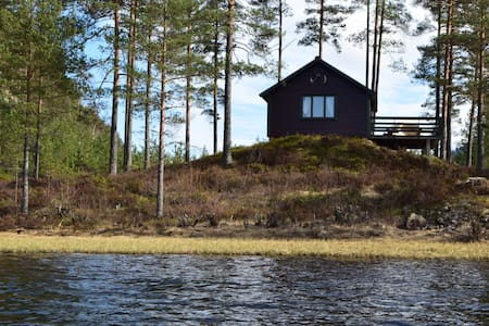 Cabin by the river / lake, boat and free fishing.