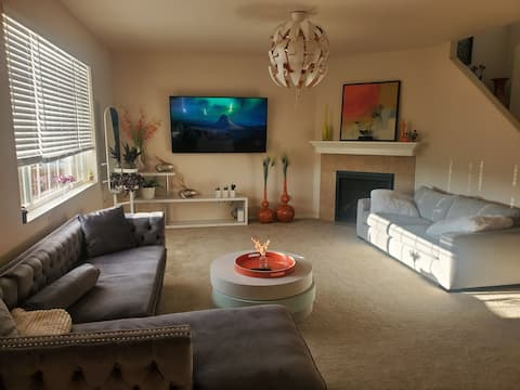 Gorgeous super clean huge house close to the Mall, Airport and Downtown
