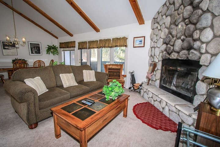 Bear Golf Inn Equipped 2 BR Walk To Golf/Ski/Zoo