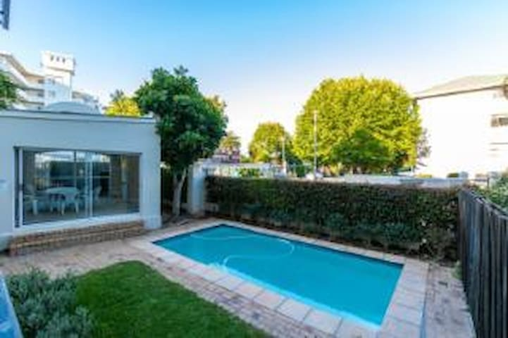 1 bedroom apartment near Constantia