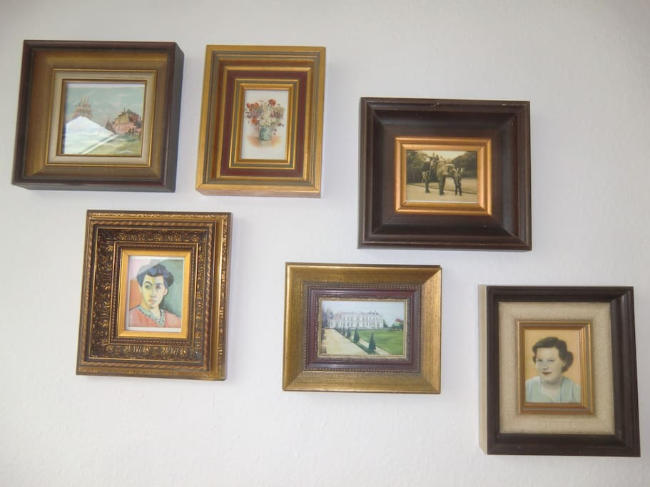 living-room - wall with pictures
