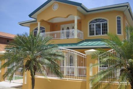 Guest House de Primera en Trinidad - San Fernando