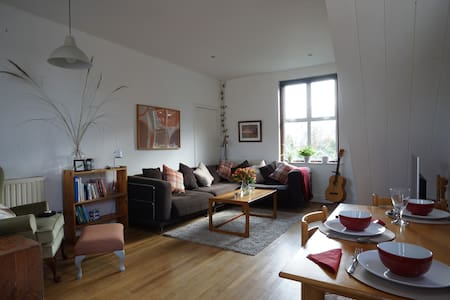 Delightful Cottage with Lake Views - Lower Moor - Apartemen