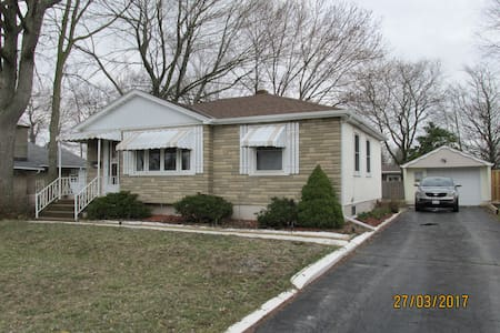 Comfy bungalow in Niagara Peninsula - Welland - Casa