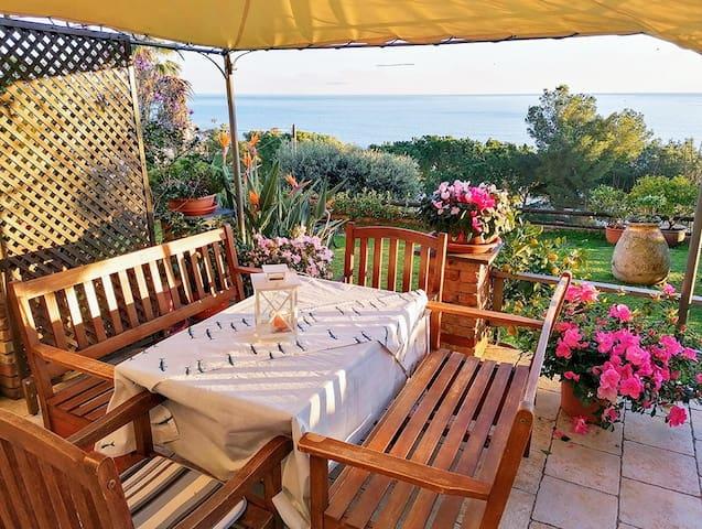 Bilocale sul mare (giardino e  piscina)