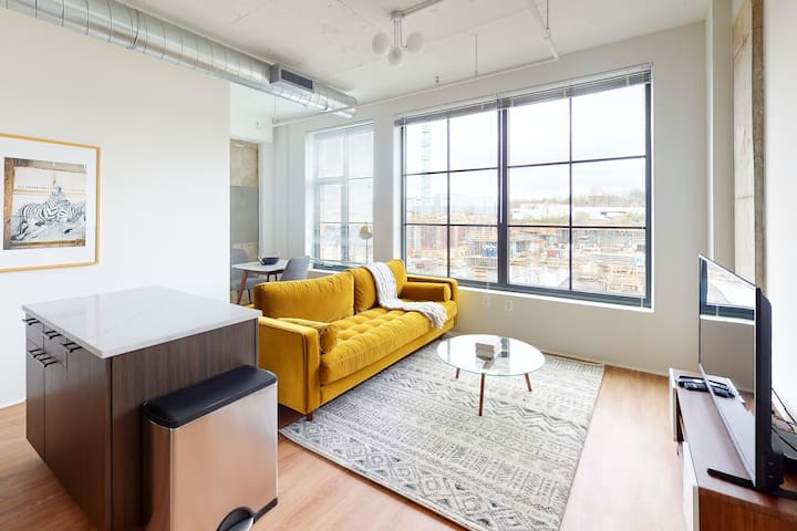 Trendy 1BR in The Foundry w/ Roof Deck + Gym
