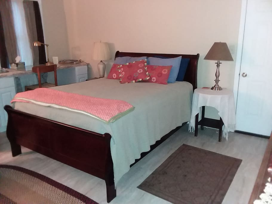 Large room with queen bed & work space