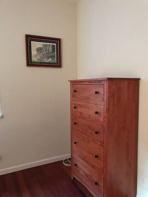Mater bedroom - chest drawers