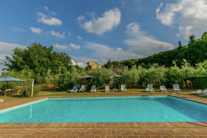 Farmhouse with pool and private terrace, between fruit trees and olive grove