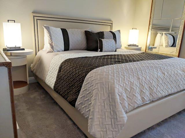 Luxury 2 Bedroom Apt next to Strip