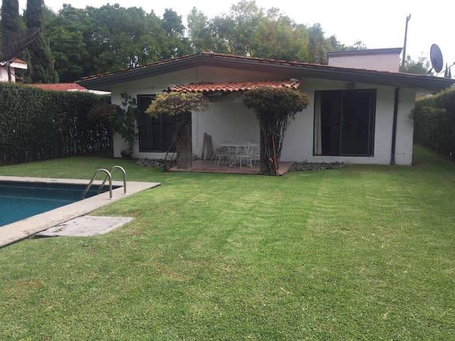 Casa con jardín y piscina en Alixco Puebla