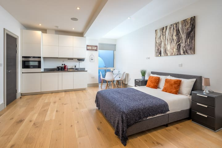 Stylish & Elegant Studio flat in Seven Sisters