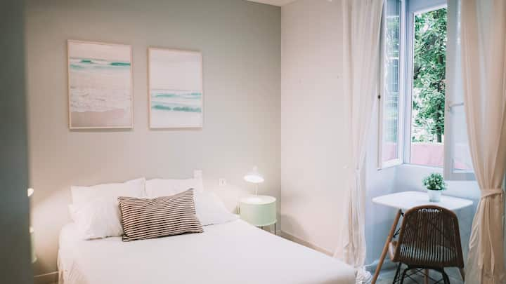 Outsite Biarritz | Cozy Room with Workspace + Wifi