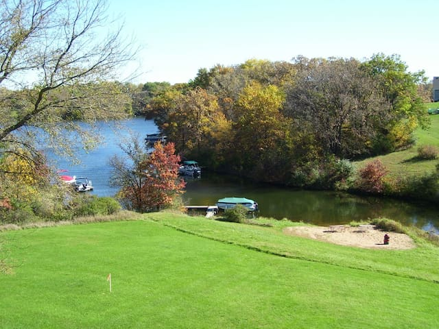 3 BR Lakefront Vacation Home on Apple Canyon Lake