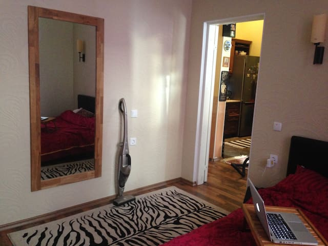 15 minutes to old town, beach nearby, free parking