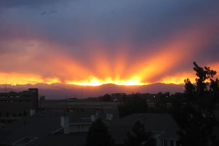 Beautiful view of the Rocky Mountains! - Greenwood Village