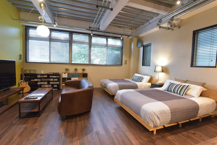 3 rooms with bathrooms. 10 minutes from Shinjyuku.