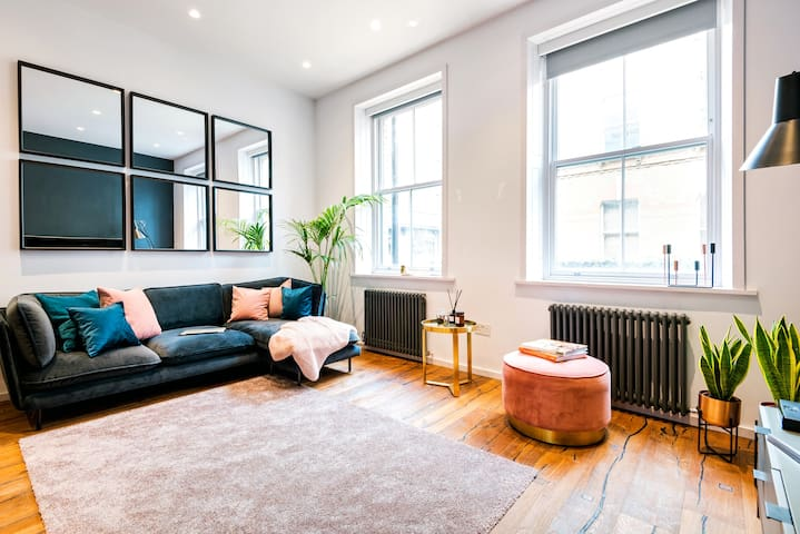 A Stunning 2beds apartment on 3 levels in Soho