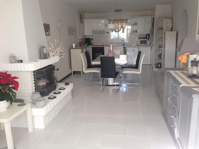 Room in charming Villa - มิจาส - วิลล่า