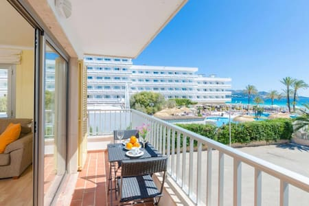 Beautiful apartment with Balcon, WIFI, AC and Seaview.