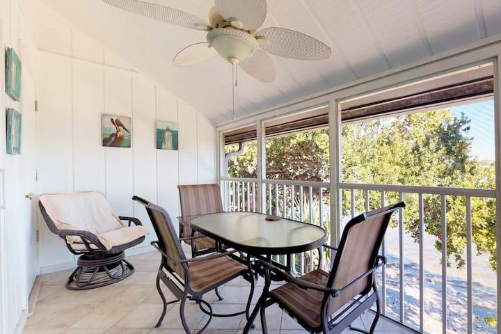 New listing! Lovely Siesta Key condo w/patio, shared pool & bay view -near beach