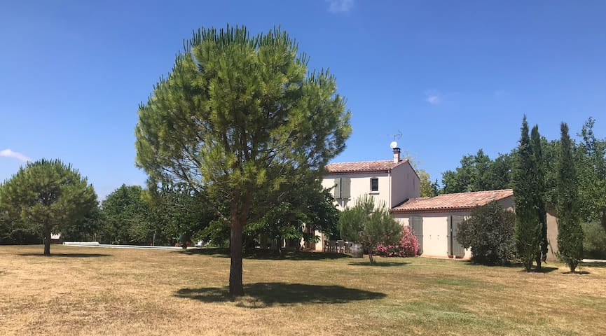 Maison à la campagne près de Cordes sur ciel