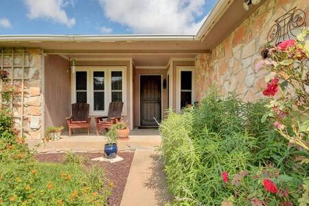 Comfy, peaceful room with easy access to Austin. - Austin - House