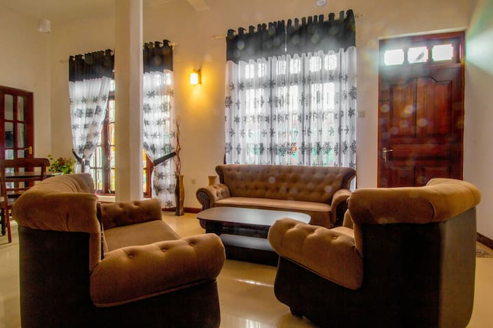 Basic Double Room - Peradeniya - Villa