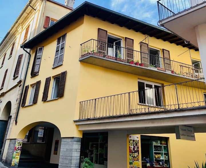 Cozy 2 Rooms, Piazza Grande (heart of Locarno)