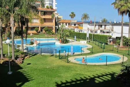 Beachside Living .  2 bedrooms and 2 bathrooms. - La Cala de Mijas - Apartamento