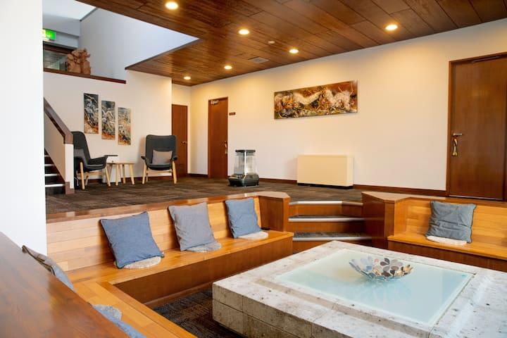 素泊りプラン・3300㎡のプライベート中庭、740㎡の宿泊スペース最大18名、高級旅館レベルの6部屋