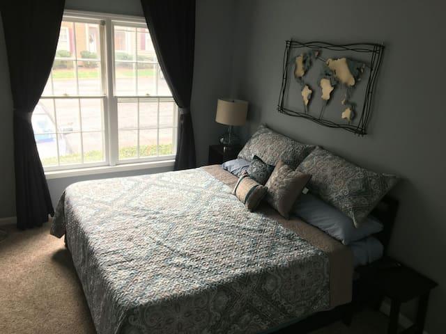 """Luxurious Room - Sleep like a """"King"""""""