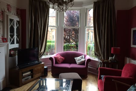 Rm&privt bathrm in house 12min-city - Glasgow - Bed & Breakfast