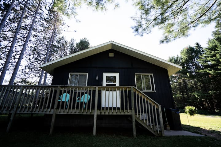 Cabin 3 by the Course (2 Miles from MTU)