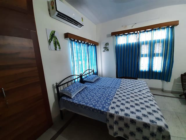 Beautiful room with windows on 2 sides and attached balcony.  It has new split AC to keep you calm in hot summers and is well equipped workstation & excellent wifi speed for your uninterrupted working