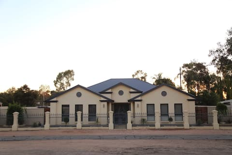 4 Highway Pass - Renmark Holiday Homes