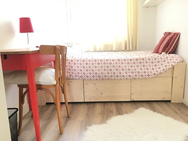 Cozy room for rent on a top location