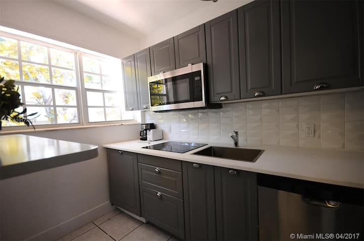 Spacious 2BD with Parking Nice Residence Area!